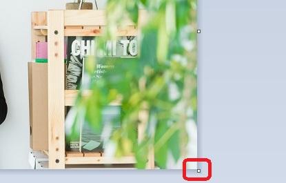 写真の右下の□をクリックして右に広げます